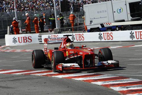 Fernando Alonso ataca cada piano del GP de Mónaco