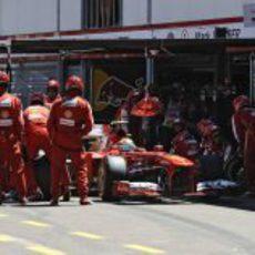 Parada en boxes para Felipe Massa durante el GP de Mónaco 2013