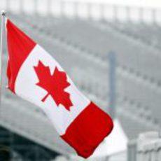 Bandera de Canadá en el circuito
