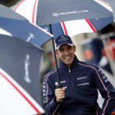 Pastor Maldonado, refugiado bajo los paraguas de Williams