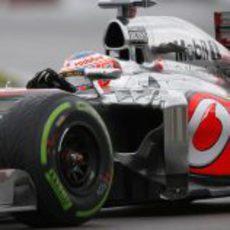 Jenson Button reportó un problema de caja de cambios
