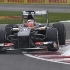 Nico Hülkenberg a toda velocidad en el trazado Gilles-Villeneuve