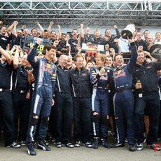 El equipo Red Bull celebra la victoria