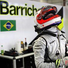 Barrichello en su box
