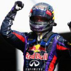 El puño ganador de Sebastian Vettel