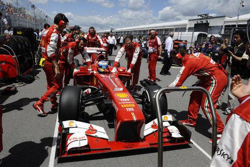 El F138 está preparado para el Gran Premio en la parrilla de Canadá