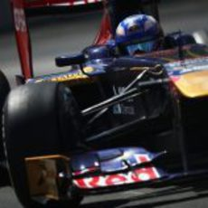 Daniel Ricciardo rodando con el neumático medio