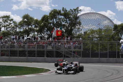 Valtteri Bottas, por delante de Sergio Pérez en Canadá
