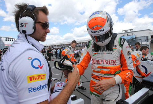 Adrian Sutil sale del coche tras colocar su VJM06 en la parrilla de salida del GP de Canadá 2013