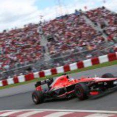 Jules Bianchi toma una curva en el Gilles-Villeneuve