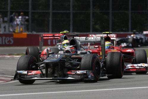 Nico Hülkenberg rueda delante de Felipe Massa