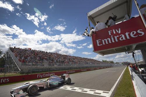 Lewis Hamilton cruza la meta en Canadá