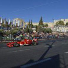 Giancarlo Fisichella rueda por las calles de Jerusalén