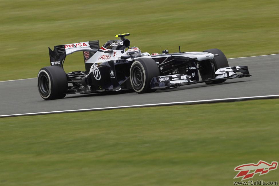 Valtteri Bottas a toda velocidad con los neumáticos medios