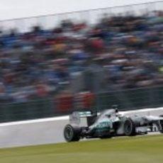 Nico Rosberg rueda con el neumático medio