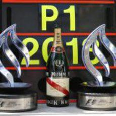 Los trofeos de Mercedes tras el triunfo cosechado en Silverstone
