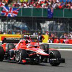 Jules Bianchi, por delante de su compañero