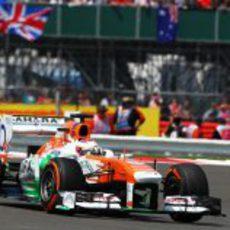Paul di Resta gestiona su remontada en Silverstone