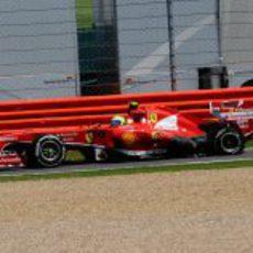 El neumático de Felipe Massa también reventó