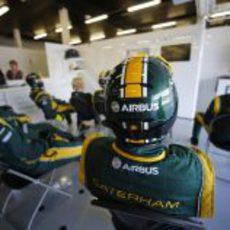 El equipo Caterham observa atentamente la carrera de sus pilotos