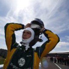 Giedo van der Garde listo para enfundarse en su casco