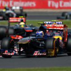 Daniel Ricciardo rueda por delante de Webber