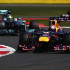 Sebastian Vettel lidera el grupo de cabeza