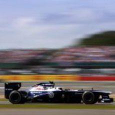 Valtteri Bottas lucha por llevar su Williams a buen puerto