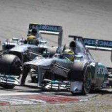 Nico Rosberg y Lewis Hamilton, casi en paralelo