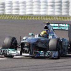 Lewis Hamilton no pudo convertir la pole en victoria
