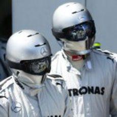 Mecánicos del equipo Mercedes