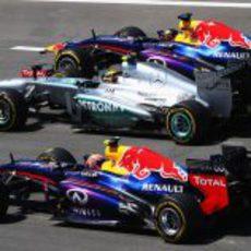 Los dos Red Bull adelantan a Lewis Hamilton en la salida
