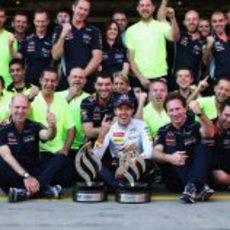 El equipo Red Bull celebra la victoria en Alemania