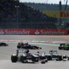 Nico Hülkenberg mantiene al grupo detrás en las primeras vueltas