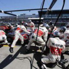 Parada en boxes para Jenson Button