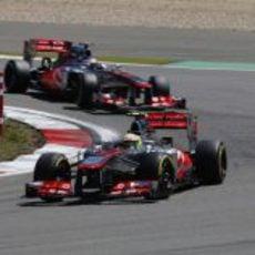 Sergio Pérez por delante de Jenson Button