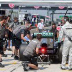 Parada en boxes para Nico Rosberg