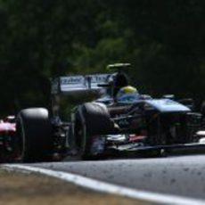 Esteban Gutiérrez por delante de Massa