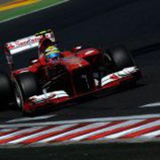 Felipe Massa rueda con su F138 en Hungaroring