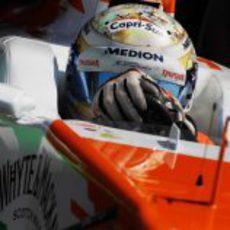 Adrian Sutil sale del pit-lane húngaro
