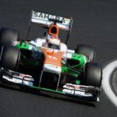 Paul di Resta se pelea con el VJM06
