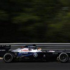 Pastor Maldonado rueda con los neumáticos medios