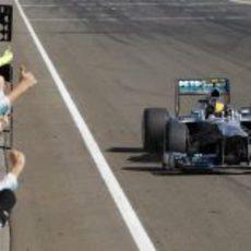 Los mecánicos de Mercedes celebran la victoria