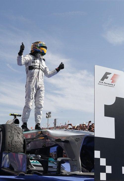 Lewis Hamilton celebra la victoria a lomos del W04