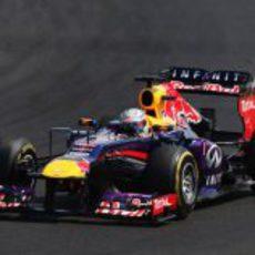 Sebastian Vettel cabalga hacia la victoria