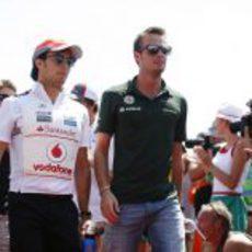 Giedo van der Garde sale del 'driver's parade' con Pérez