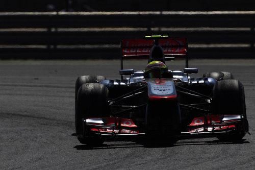 Sergio Pérez pilota su McLaren en el circuito de Hungaroring