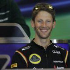 Papá Grosjean atiende a la prensa
