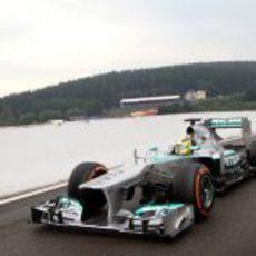 Nico Rosberg vuelve a boxes