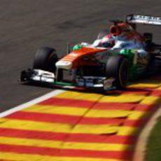 Paul di Resta avanza en la rápida pista de Spa